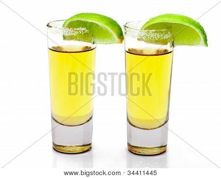 Caballito de Tequila oro con rodaja de limón