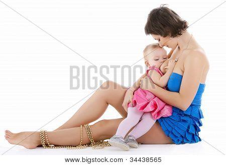 Bebé niña lactancia en studio
