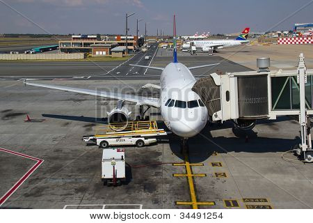 JOHANNESBURG - APRIL 18:Airbus A319 disembarking passengers after domestic flights on April 18, 2012 in Johannesburg, South Africa. Johannesburg Tambo airport is the busiest airport in Africa