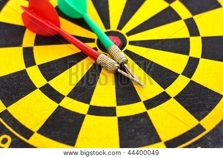 Two Arrow On The Dartboard