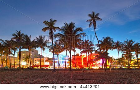 Miami Beach Florida Hotels und Restaurants bei Sonnenuntergang