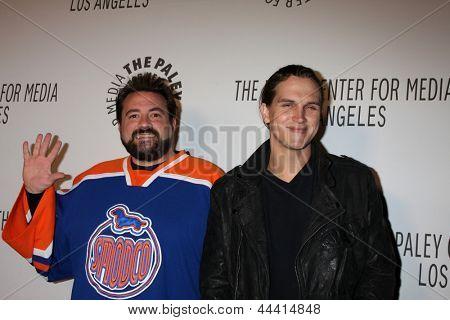 LOS ANGELES - 22 de outubro: Kevin Smith, Jason Mewes chega ao centro de Paley para Media anual Los um