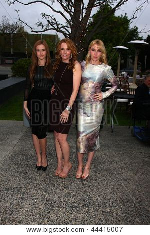 LOS ANGELES - APR 13:  Zoey Deutch, Lea Thompson, Madelyn Deutch arrives at the