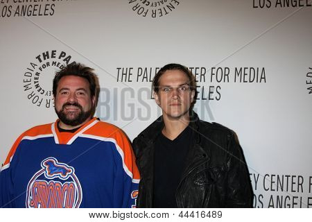 LOS ANGELES - 22 de outubro: Kevin Smith, Jason Mewes chega ao centro de Paley para Media anual Los um