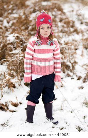 cute Kind im Schnee