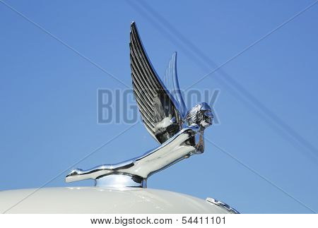 Auburn automobile company hood ornament