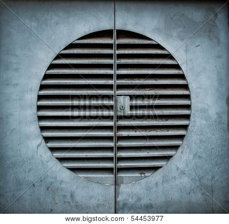 Ventilation shaft with a keyhole