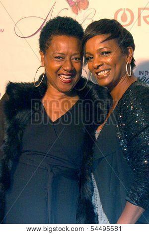 LOS ANGELES - NOV 21:  Bebe Winans, Vanesaa Bell Calloway at the