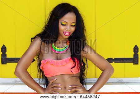 Tropical summer holiday fashion beauty concept, cheerful attractive woman with artistic make up