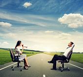 picture of angry smiley  - smiley man and angry woman on the road - JPG