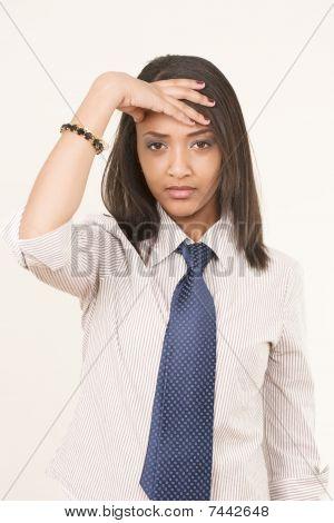 Mädchen mit Kopfschmerzen oder Sorge