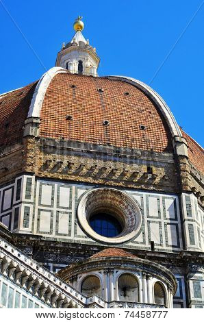 view of the dome of the Basilica di Santa Maria del Fiore, il Duomo, in Florence, Italy