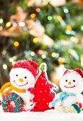 picture of knitted cap  - Knitted snowmen and handmade Christmas tree  - JPG