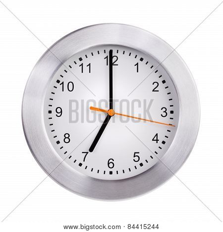 Clock shows exactly seven o'clock