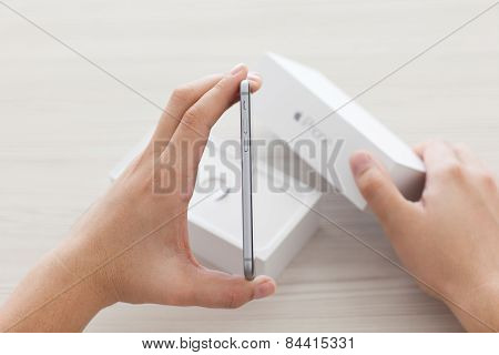 Man Holding In The Hand Iphone 6 Space Gray