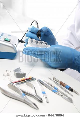 Dental, a dental prosthesis polishes