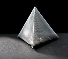 picture of triangular pyramids  - pyramid tea bag close - JPG