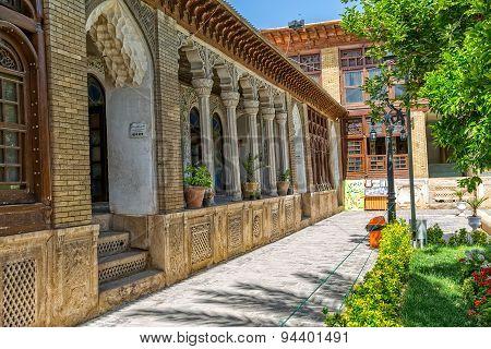Zinat ol Molk House inner courtyard