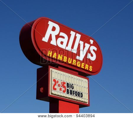 Rally's Store Sign