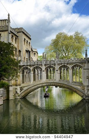 Elegant 19thC Bridge of Sighs, Cambridge , England spanning the Cam River between the Courts of St Johns College