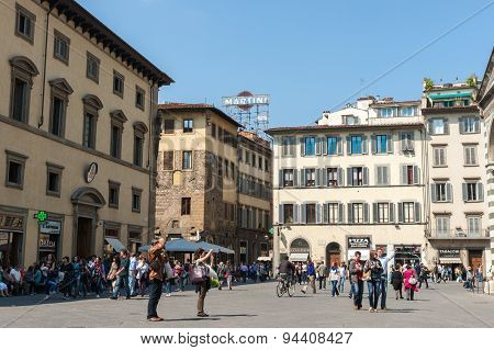 Crowds in Piazza Del Duomo.