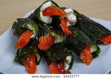 Roll With Salmon And Cheese