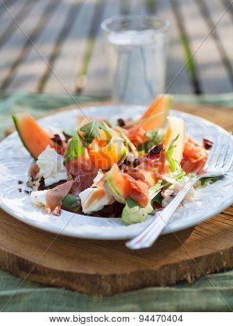 Cantaloupe salad with mozzarella and rucola