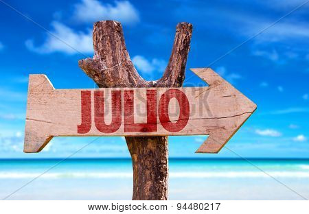 July (in Spanish) sign with beach background