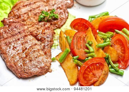 Beef chop with vegetable and sauce