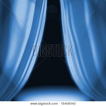Cortinas azules en el escenario del teatro vacío