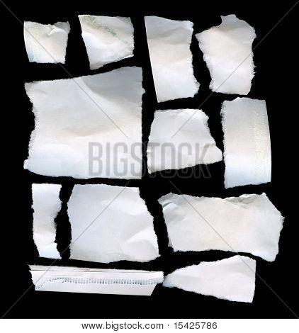 Rasgado pedaços de papel Real no fundo preto