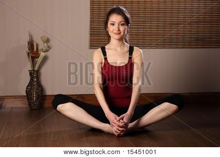 Woman in warm up stretch exericse
