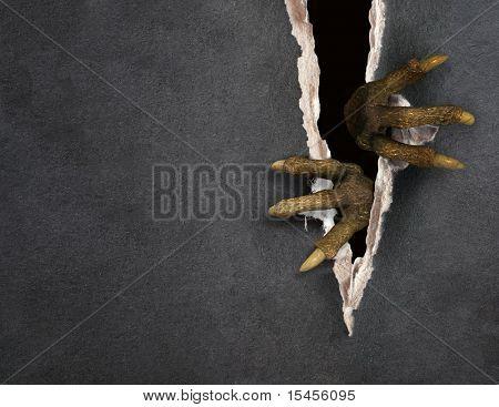 Série Dark - patas de um monstro rasgando um papel
