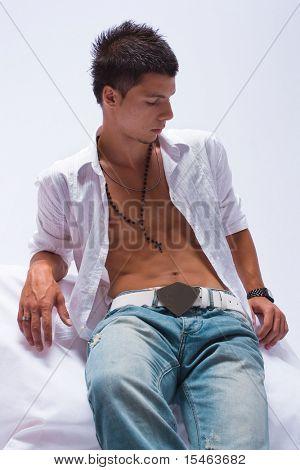 Retrato de joven guapo, studio shot