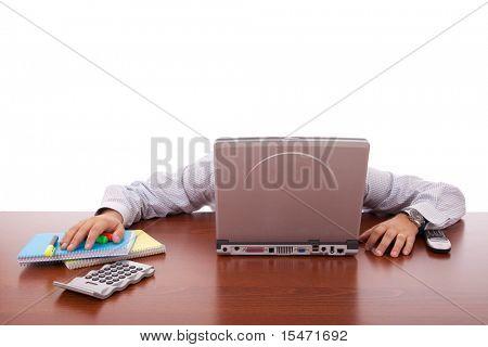 Kaufmann schlafen hinter seinem laptop