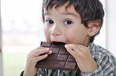 Постер, плакат: Маленький милый ребенок шоколада