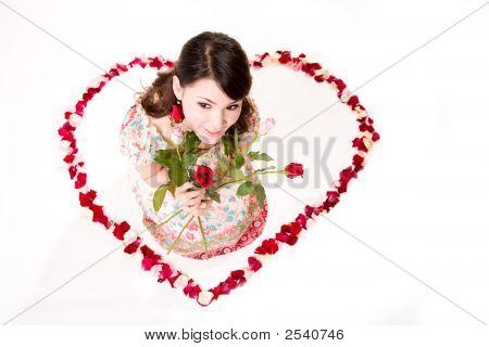 Chica Feliz San Valentín con rosas