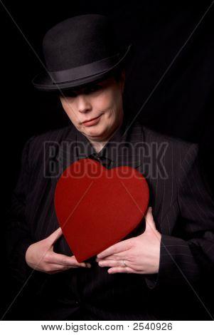 Frau mit Süßigkeiten Herzen