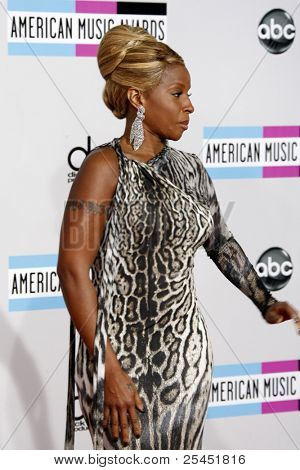 LOS ANGELES - NOV 20:  Mary J Blige arrives at the 2011 American Music Awards at Nokia Theater on November 20, 2011 in Los Angeles, CA