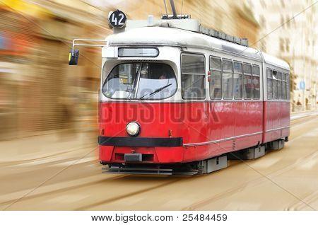 Tranvía de la vendimia de la ciudad en movimiento