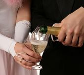 pic of champa  - The two hands with a bottle of champagne - JPG