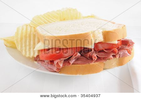 Pastrami Sandwich With Chips