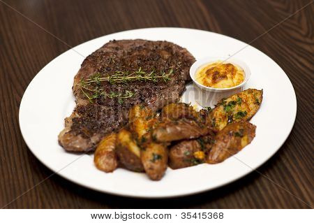 Marbled Beef Roast With Potatoes