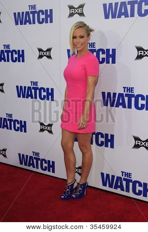 LOS ANGELES - JUL 23: Kendra Wilkinson at the premiere of