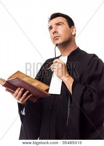 un hombre caucásico de abogado en el estudio aislado sobre fondo blanco