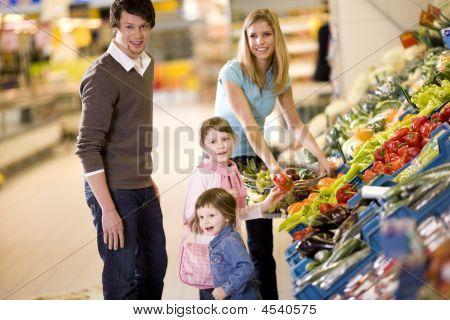 Compras familia joven