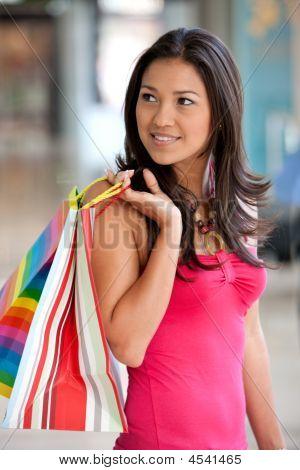 Mulher com sacos