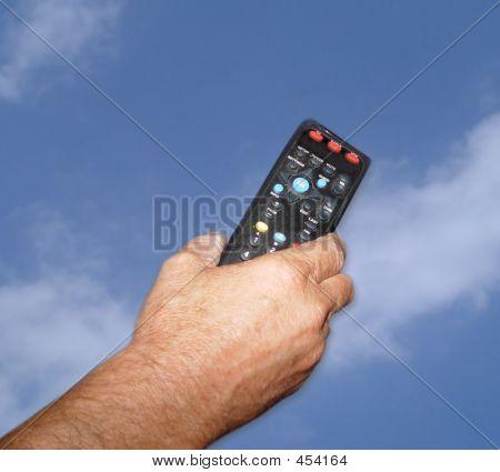 Hand_remote Sky