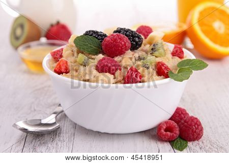 bowl of porridge and berry