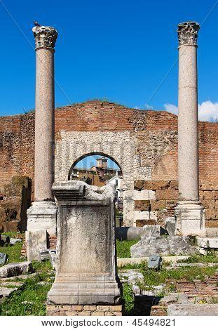 Säulen und Ruinen der Basilika Aemilia In das Forum Romanum